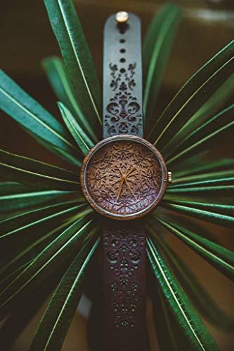 Holzuhr Mandala King   Hochwertige Handgefertigte Uhr aus Nussbaumholz mit Mandala-Symbolen   Schweizer Uhrwerk & Saphir Glas